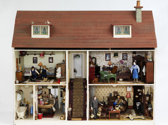Small Stories: At Home in a Dolls' House